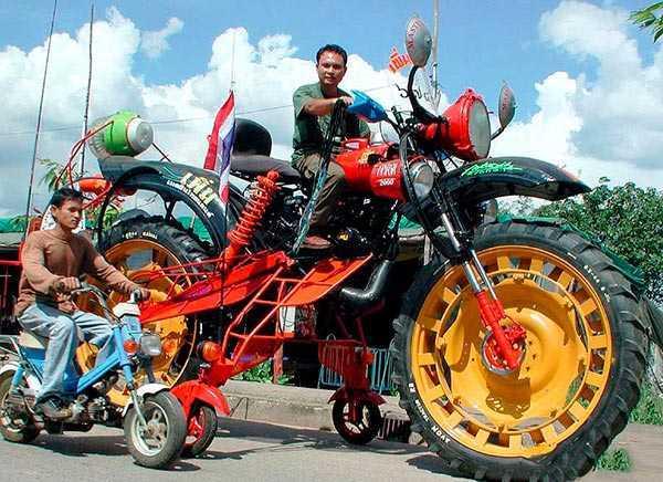 una moto extraordinariamente grande
