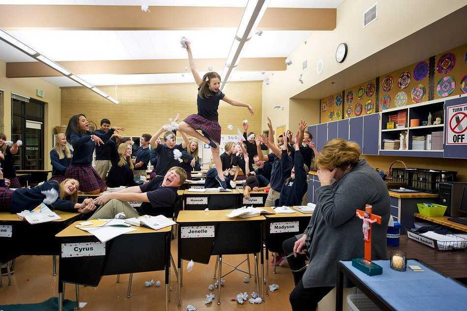 clase alborotada y la profesora rendida