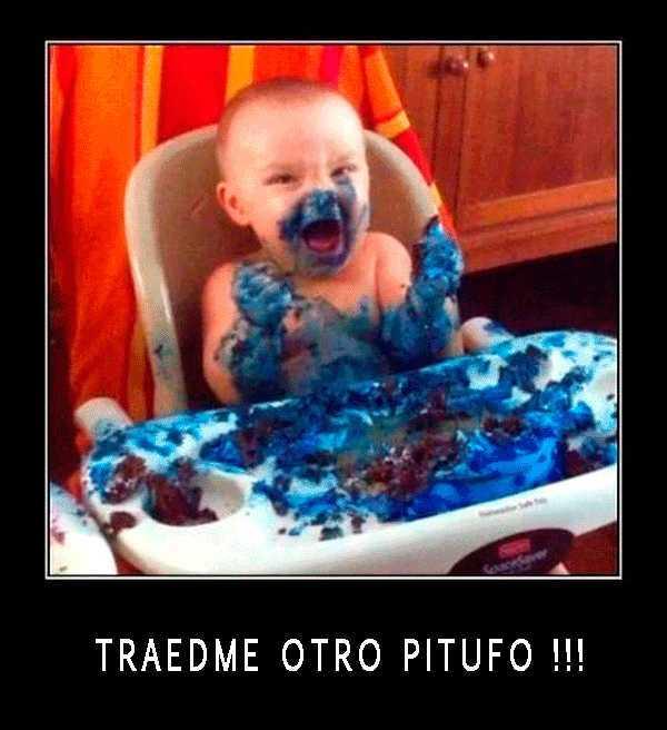 niño manchado de azul