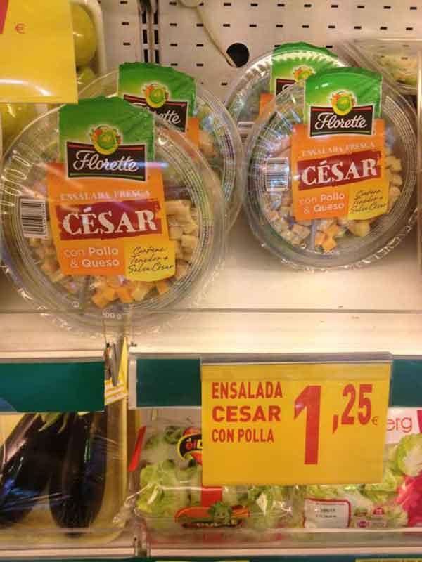 foto graciosas de un cartel de oferta de ensalada