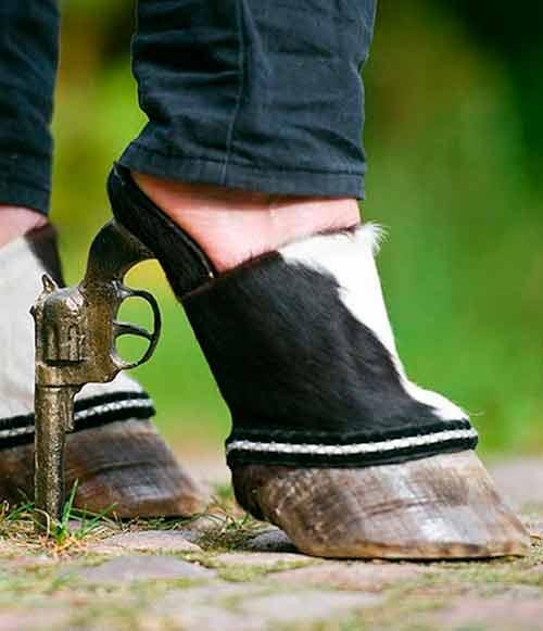 zapato de mujer con pezuña y tacon pistola