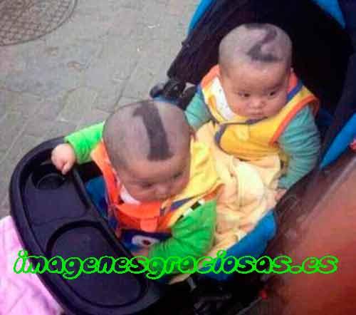 foto graciosa de niños gemelos